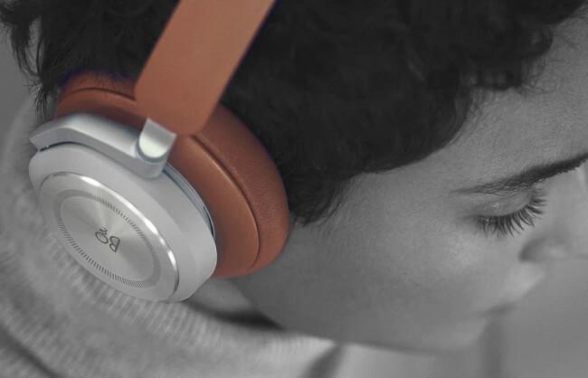 Lifestyle image of woman wearing B&O headphones